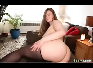 Chubby babe in arms wants to sit on your face (8camz.com)