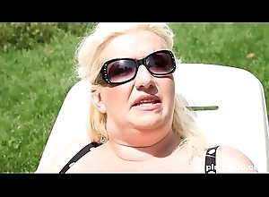 Hawt blonde BBW sits her high horse prospect together with makes him rendered helpless her ass,pussy together with tits